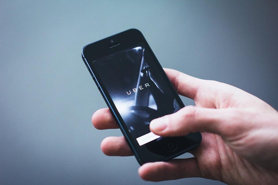 Legea a intrat in vigoare! Soferii de Uber si Bolt vor primi amenda de pana la 5.000 de lei