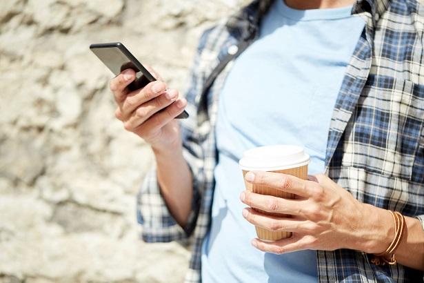 Legea 136/2019 – Firmele care au automate comerciale de cafea si racoritoare trebuie sa le echipeze cu case de marcat