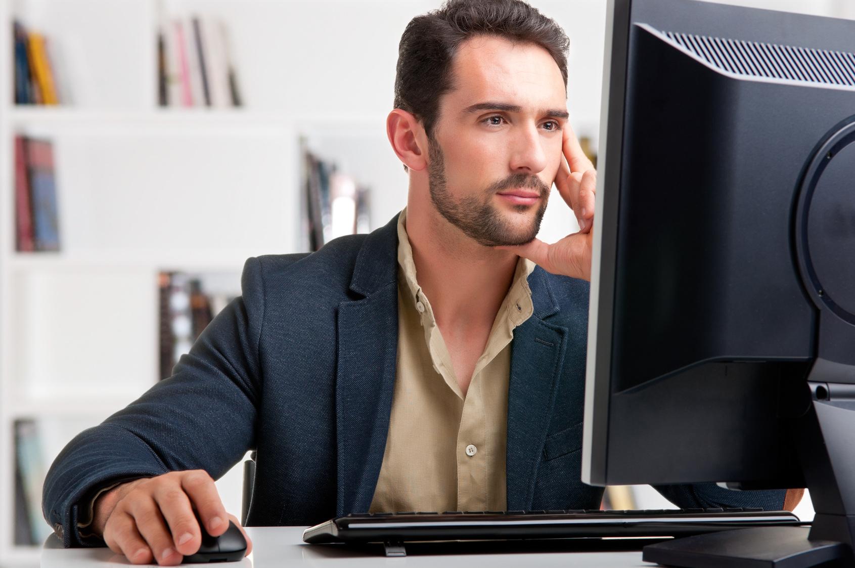 Esti un tanar antreprenor? De ce sa cumperi calculatoare second hand pentru business-ul tau