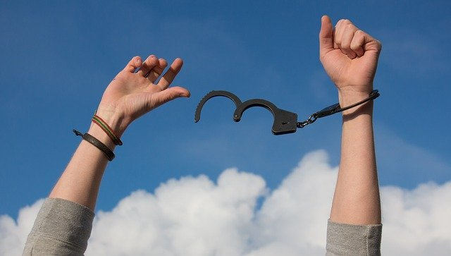 Legea care ii scapa de inchisoare pe cei care fac evaziune fiscala ar putea fi anulata