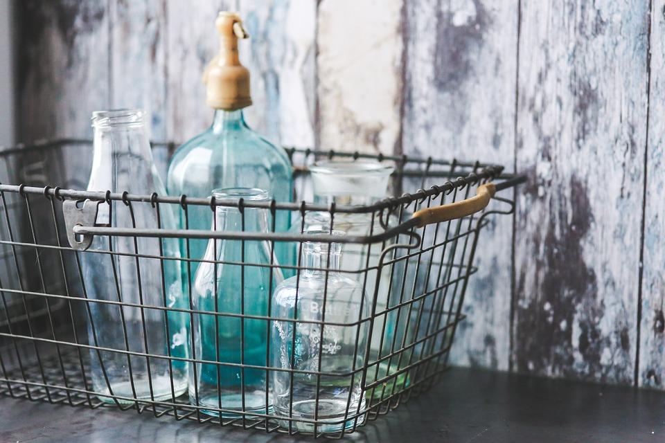 Romanii vor plati garantie la sticlele cumparate din magazin. Cum se pot recupera banii