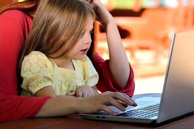 OUG 147/2020 privind acordarea unor zile libere pentru parinti in vederea supravegherii copiilor. In ce cazuri pot fi amendate firmele?