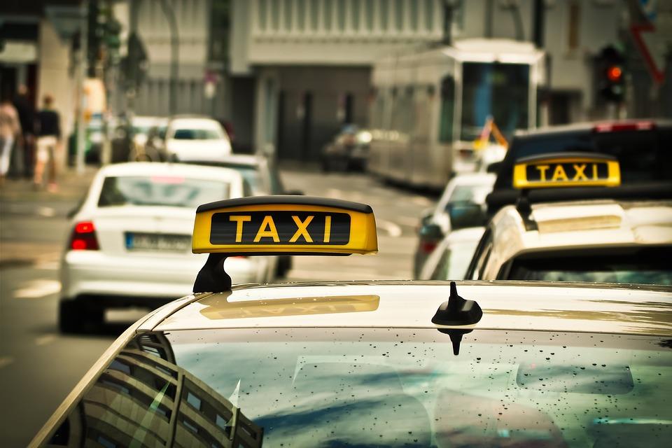 Liderul taximetristilor de la Cotar solicita ANAF sa explice de ce se prelungeste termenul pentru companiile de ridesharing