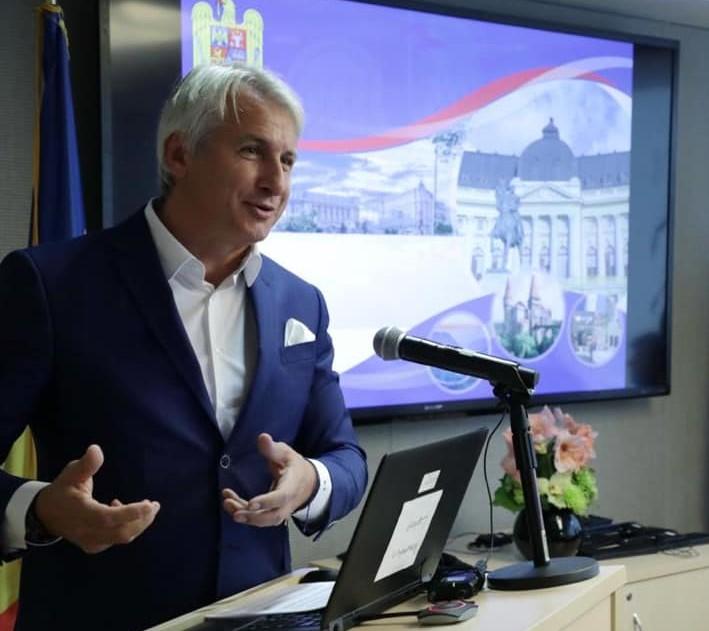 Ridicarea imediata a popririlor bancare, oprita la sugestia lui Teodorovici